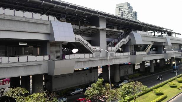 Wong Wian Yai BTS Station